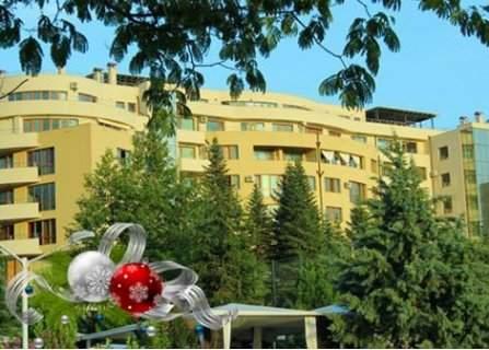 КОЛЕДА в Сандански, Семеен хотел Ботаника 3*: 3 Нощувки със закуски + 2 Празнични Вечери само за 125 лв. на ЧОВЕК
